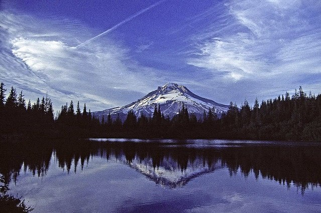 http://contrailscience.com/skitch/Mt._Hood_over_Mirror_Lake_Cascades_%7C_Flickr_-_Photo_Sharing%21-20101107-074541.jpg